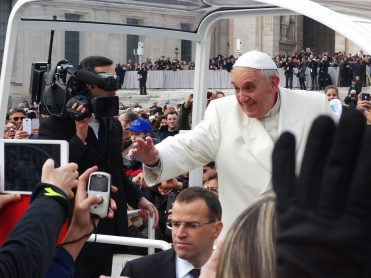 pope-francis-707395_1280-371x278